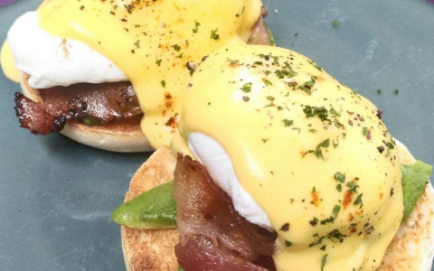 How we make our Eggs Benedict [VIDEO]